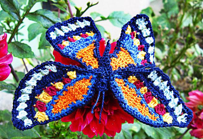 Apel. Szydełkowe motylki dla osieroconychrodziców.